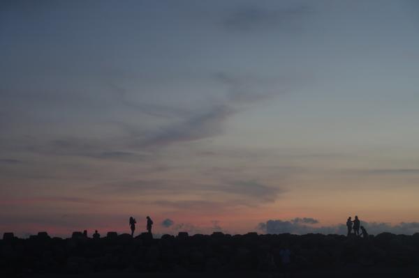 8/23星期日 週末天氣終於好了 把上週沒看到的夕陽看回來. 漁光島真的好美.可惜觀光客越來越多 又