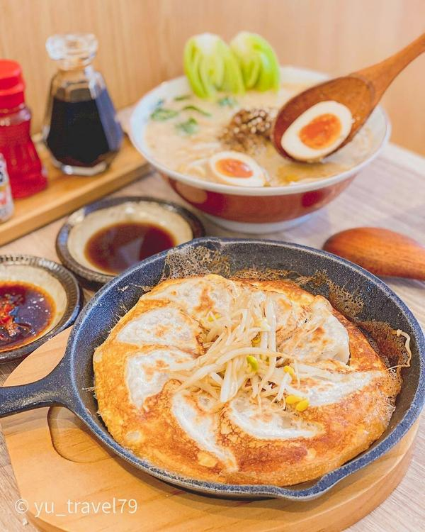 日式餃子鋪上厚蛋的魅力😋免出國就能吃到的日式餃子台中🔸西區  沒來由的...某日早晨醒來就突