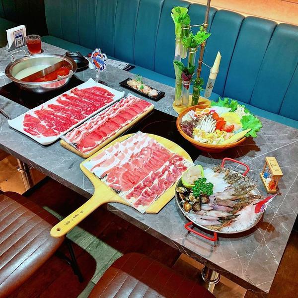 中和環球火鍋吃到飽,超大盤肉和海鮮任你點,還有哈根達斯無限用 | 【新北中和-中和環球】八海食潮當代