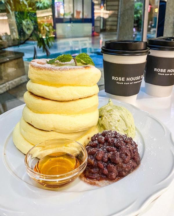 超厚巨無霸舒芙蕾鬆餅 重量級登入高雄7/11在夢時代剛開幕的古典玫瑰園新品牌 👉🏻ROSE H