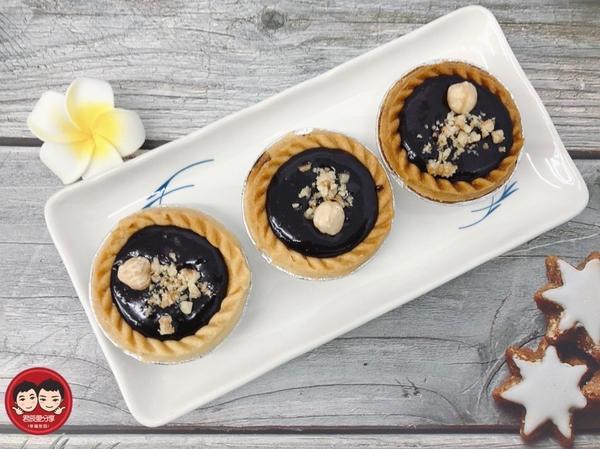 情人節❤一定要吃巧克力啦!情人節❤一定要吃巧克力啦! 送禮或自己品嚐超美味💕 自製超簡單的榛果巧克