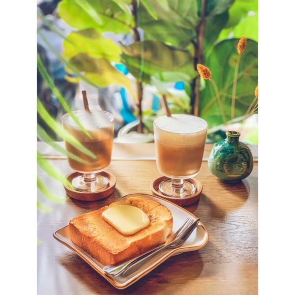 台南【鹿柴咖啡】一間蠻日式的咖啡廳  裡面有許多長頸鹿🦒擺設跟公仔  厚片土司太好吃了�