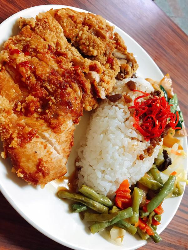 ღ| 金門•綠園餐館 |ღ ✨隱世的厚切雞排飯 🎖喜歡菜單就按一下追蹤喔😉  #綠園餐館 #lo