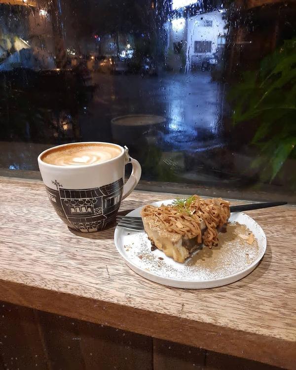 花蓮 咖啡花雨中的夜晚,一個人的咖啡