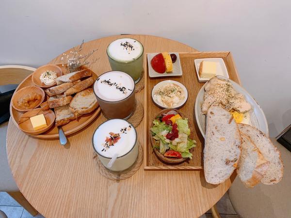 府中早午餐😜最喜歡白色背景💗 #板橋#府中站美食 #早午餐 #朝食午宴 #好吃#好拍  #💗�
