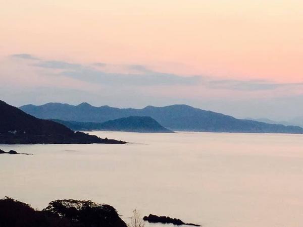 站得好位置 欣賞日本海的夕陽日本海有一種吸引人的魔力偏遠又唯美駕車沿著京都府京丹後市旅行沿著日本海駛