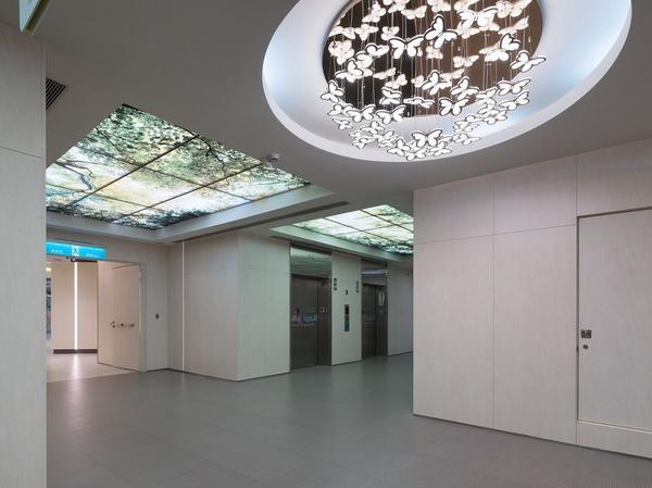 破繭成蝶 座落於台北市信義區吳興街上的台北醫學大學附設醫院,創建於1976年,於2007年啟用第三醫