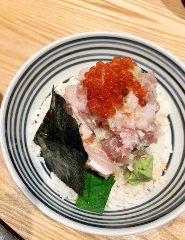 台北|信義區|つじ半 日本橋海鮮丼這次仗著體恤自己的辛勞,對自己好一點,所以來吃看看日本橋海鮮丼這次
