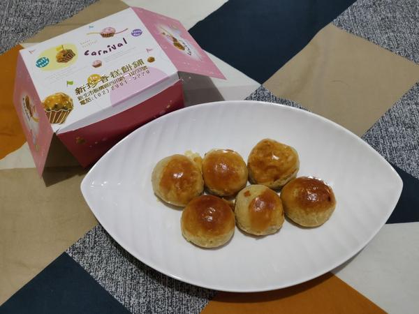 蛋黃酥只在中秋節吃,什麼時節吃什麼當令食物是我的擇善固執。上週是中秋連假,原本在九月初我就訂了一盒鳳