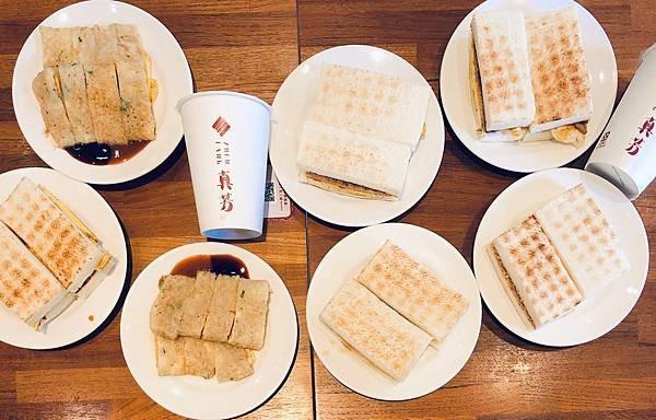台北美食/松江南京 真芳炭烤吐司 豬肉蛋吐司/紅茶牛奶有一陣子炭烤吐司風潮正熱,很多店都賣起來,其中