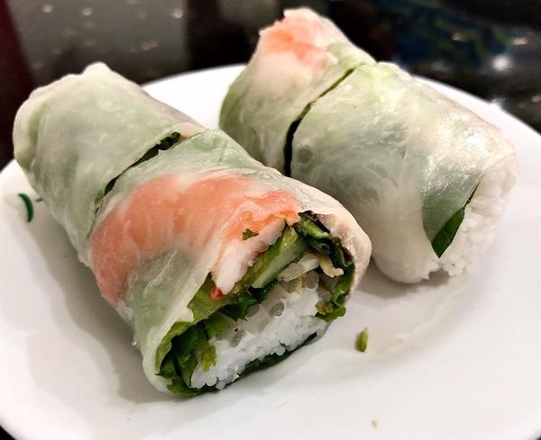 花蓮市區異國小吃,美紅越南美食🔸越南生春捲$30在買附近有名的#炸蛋蔥油餅