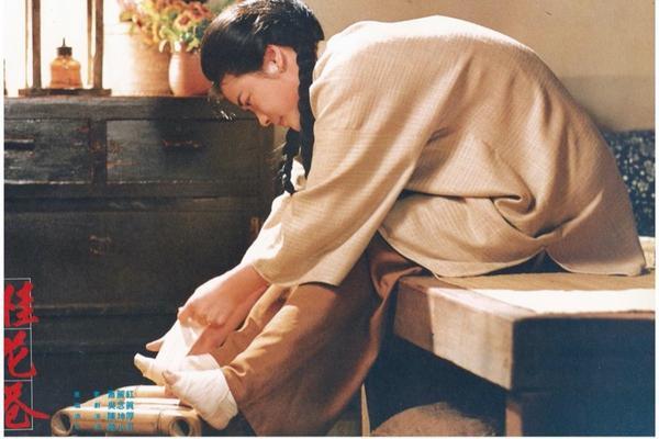 經典國片 《桂花巷》:斷掌女人註定命運多舛的一生⚡️有雷心得服用煩請注意⚡️《桂花巷》是由蕭麗紅同名