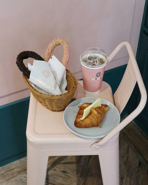 最愛的Churros開了間Coffee Shop 除了吉拿棒還有年糕可以吃 也終於吃到每次都忘記點的