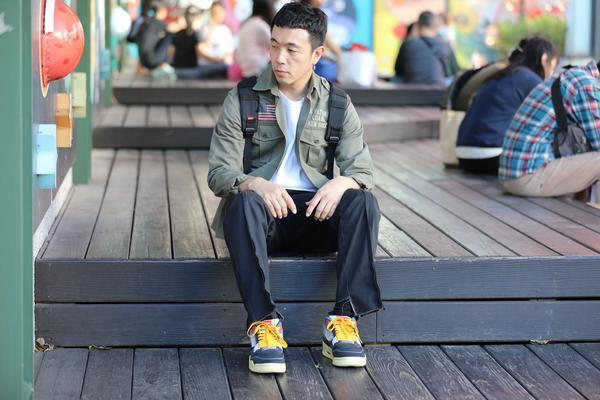穿搭日記ootd名前: リュウ ショウ キン 撮影場所::台湾台北みつこし シャツ:AVIREX ト