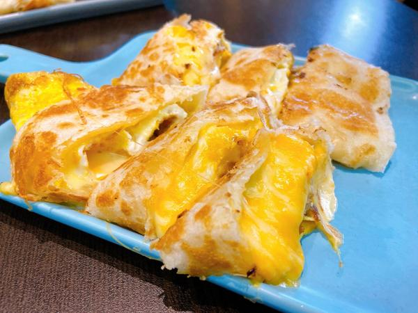新竹 東區 罪惡感十足的起司蛋餅最近假日的興趣之一 就是找好吃的早餐店! 好好享受假日的悠閒! -