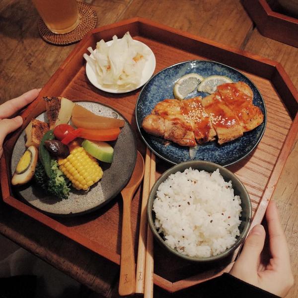 無恙·新竹·北區|低油鹽質感健康料理|餐點到餐具細節都用心到不行  ◽️舒肥烤雞腿排(260)