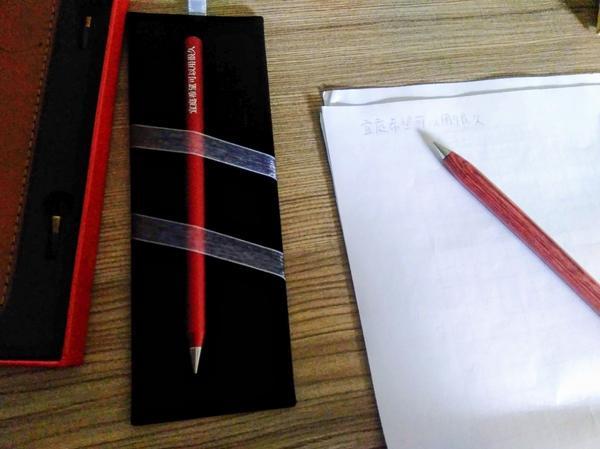 ACE 永恆紀念筆 鏘!鏘!鏘!想買永恆筆很久了。過了十載,有天,在臉書上的廣告上突然發現,我們台灣