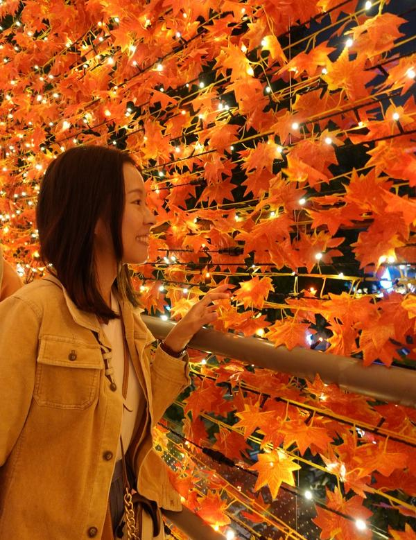 【2020新北耶誕城】楓葉光廊今天變得稍微冷終於有點冬天的樣子以往是夜櫻這次是夜楓🍁絢爛暖橘的秋在