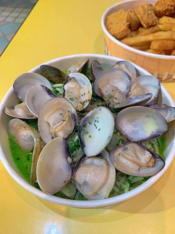 高雄美食 義大利麵 炸物 晚餐 宵夜🍽 Kaohsiung #小義思    在平凡的早餐店,夜間開