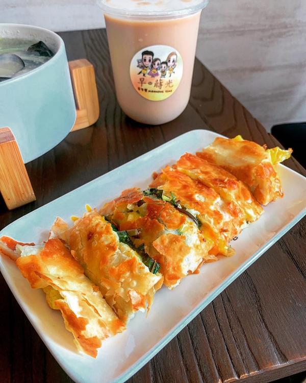 高雄美食 早餐 蛋餅 蘿蔔糕 鍋燒麵🍽 Kaohsiung #早蒔光   週日的早晨,早期沒事做,