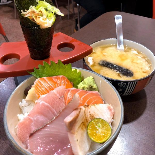 CP值超高的生魚片丼飯|日廚日式料理(附完整菜單)說到生魚片,住在台北的大家,第一個想到的應該都是爭