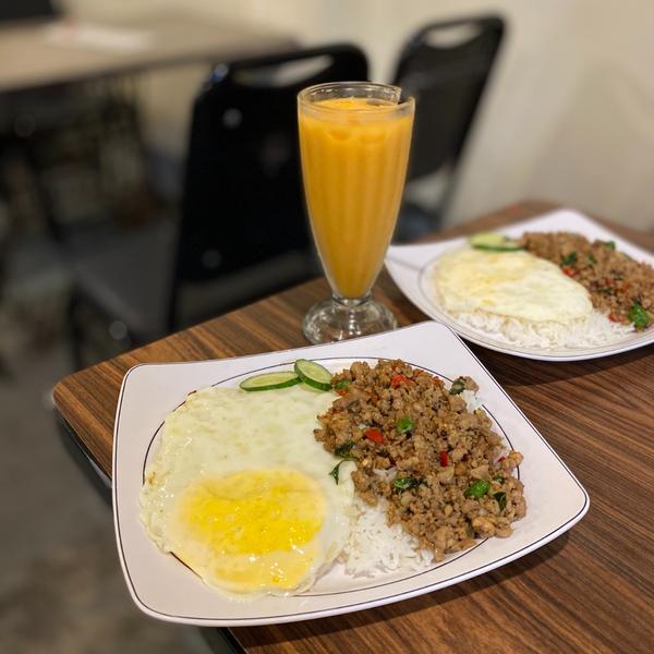 花蓮市區美食|暹羅泰食|泰式料理🌙地點位於復興街上的平價泰式料理也是我的愛店之一常常會來吃🧡可選