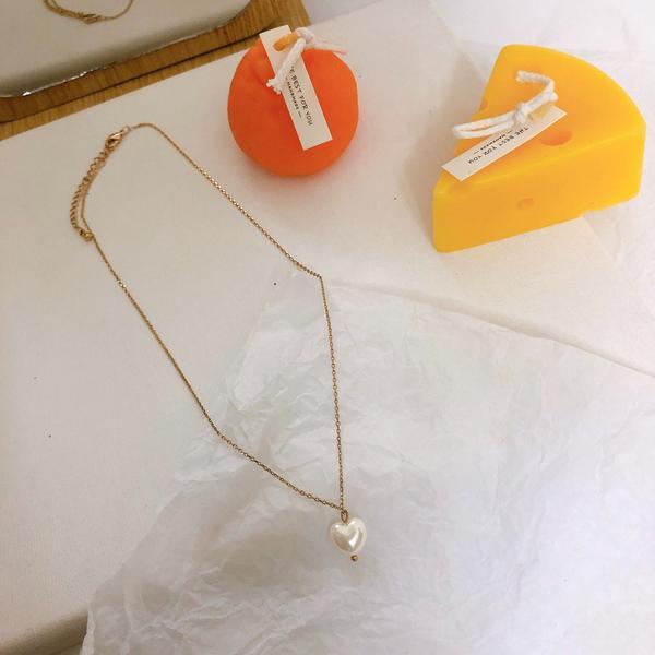 日常搭配必備的項鍊單品🧚🏻♀️附上連結▫️單顆愛心垂墜項鍊 自留款!!是珠光的單顆愛心設計 日