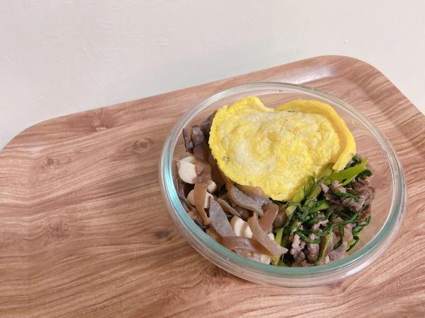 [自煮生活/上班族便當15]空心菜炒牛肉&鮮菇炒木耳空心菜炒牛肉就是100分的完美搭配,來幾盤都沒有