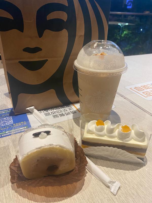 星巴克☕️新口味蛋糕🍰 珍奶口味跟百香巧克力🍫 可嘗試看看喔!
