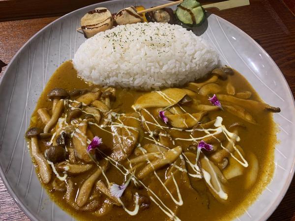 食記-Hi!咖喱前些天在台南成功路上發現了一家咖哩店,覺得蠻好吃的,向大家推薦👍  是名字很可愛的