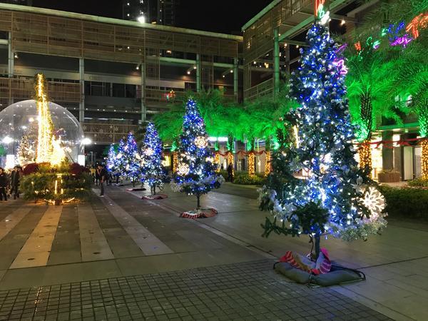 下個月就是聖誕月,新北耶誕城剛開始,讓我帶你一秒到廈門耶誕城,不用人擠人。 不能出國,就讓思緒飛出國