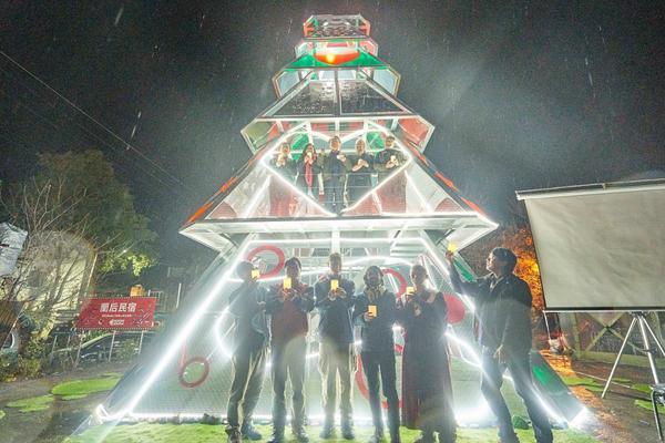 【嘉義遊記】耶誕節哪裡去?來阿里山追北歐聖誕小鎮!「塔山光之樹」座落在在嘉義來吉部落的中心位置,是由