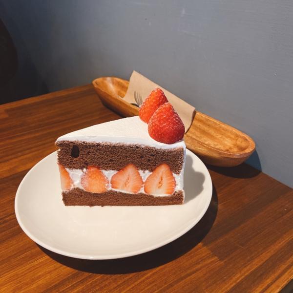 傳說台南最好吃的蛋糕店✨【貳林】上週剛好遇到聖誕節🎅還有提早幫男友慶生🎂想說來找找看有沒有什麼好