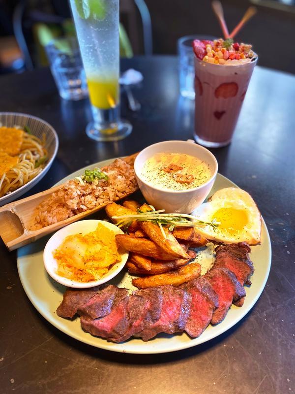 台中早午餐|春三朝午新菜單|金沙蝦蝦全部撥好殼|牛肉超軟嫩好吃#金沙蝦蝦義大利麵 $360🍤🍤�