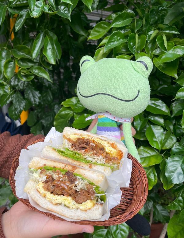 台北|行天宮站|三個大男孩經營的早午餐店 / 汁男炭烤吐司 /「一日之計在於晨,不吃早餐昏沈沈。」
