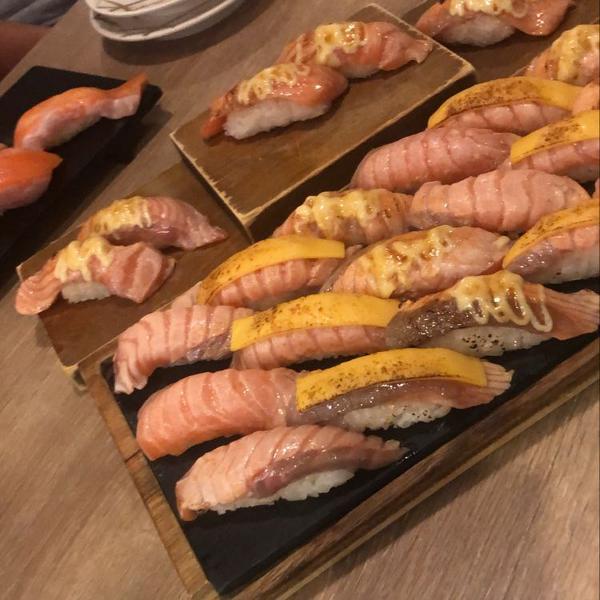 嘉義食記🍴🍴侍悟丸迴轉壽司🍣第一次去吃是朋友帶我去吃的 目前已經是吃第三次了🤣真的爆好吃!