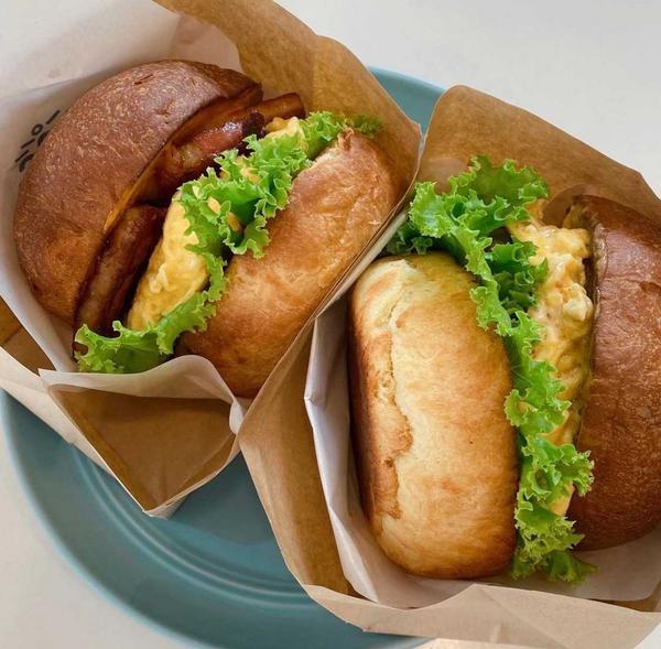 🔎[BMS café ]💡蛋沙拉堡¹²⁰ 💡豬肉蛋堡¹⁸⁰ +⁸⁰脆薯、薯片、沙拉 三選一