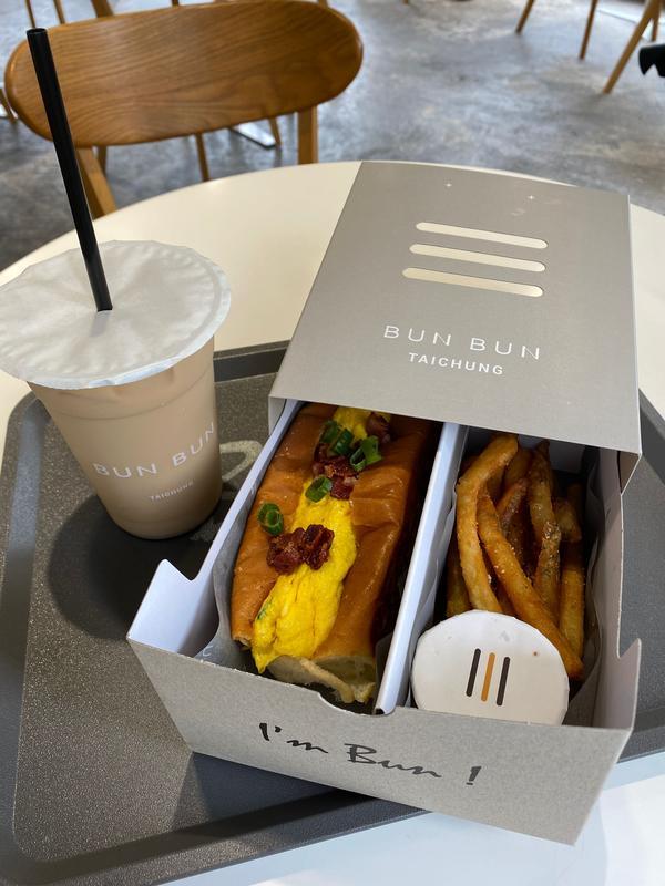 台中南屯區餐廳🍴BunBun 棒棒今天來吃#bunbun 棒棒 以潛水艇堡為主的店家 一進去好多網