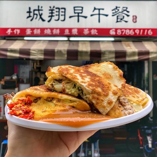 📍城翔早午餐[台北/永春]🔅#豬排起司 $60  店家自製漢堡肉排🥩超有厚度 肉質juicy