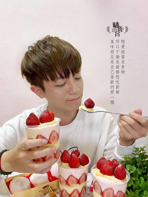 台南甜點|橘香合|🍓超夢幻草莓杯杯!香濃卡士達與超大草莓的粉紅戀愛時光!草莓大福一吃就愛上~💖�