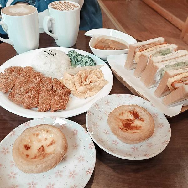 【格沐斯咖啡】#跟著魚魚到處吃 👧 #格沐斯咖啡 ☕ 這間店的咖啡採用莊園等級咖啡豆 每週新鮮烘