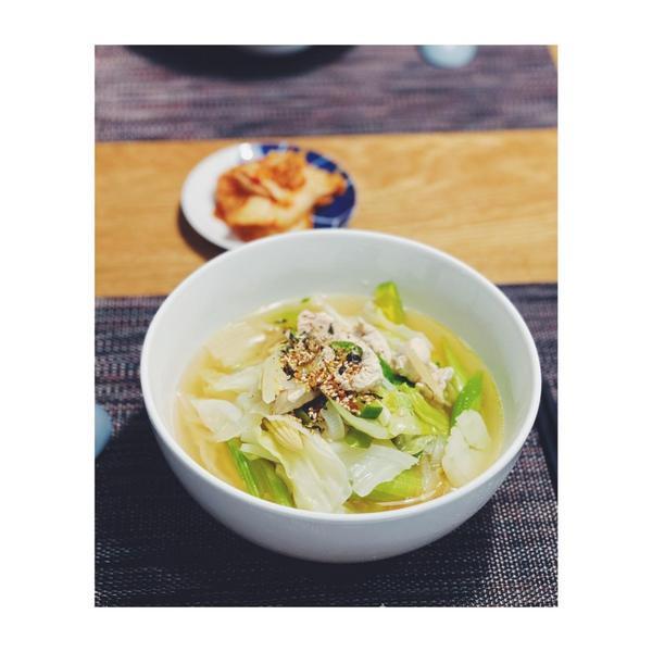 {{呢喃晚餐吃什麼}}韓式蔬菜麵疙瘩/有沒有一種味道會讓你想起一段回憶去年生日和老公去了一趟韓國,還