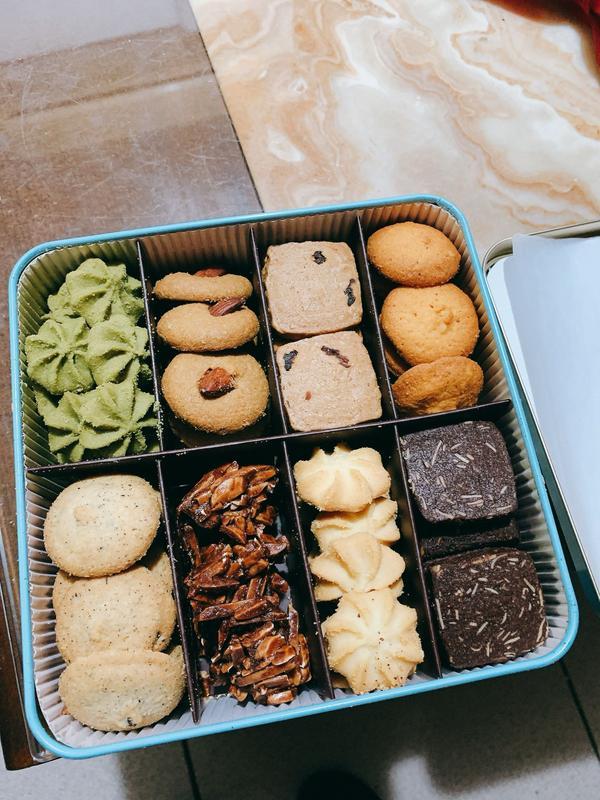 拾個月 蛋糕餅乾禮物專門店姐妹的喜餅禮盒  拾個月 鐵盒包裝很有質感  手工餅乾香味甜度適中
