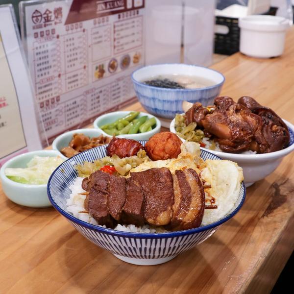 爌肉飯也可以很文青✨顛覆你對傳統小吃店的印象!📍 金爌爌肉飯 ⏰11:00-21:00 🏠台中市