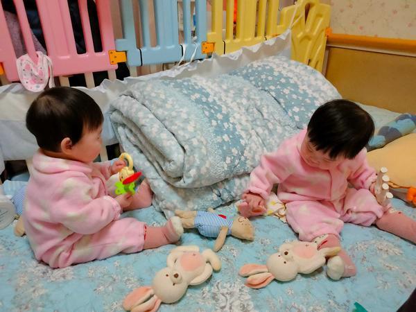 寶寶輕鬆入睡孩兒們滿9個月了🎉💕 睡眠型態跟嫩嬰時期大不同😔 清醒的時間多了好多🤷🏻♀️