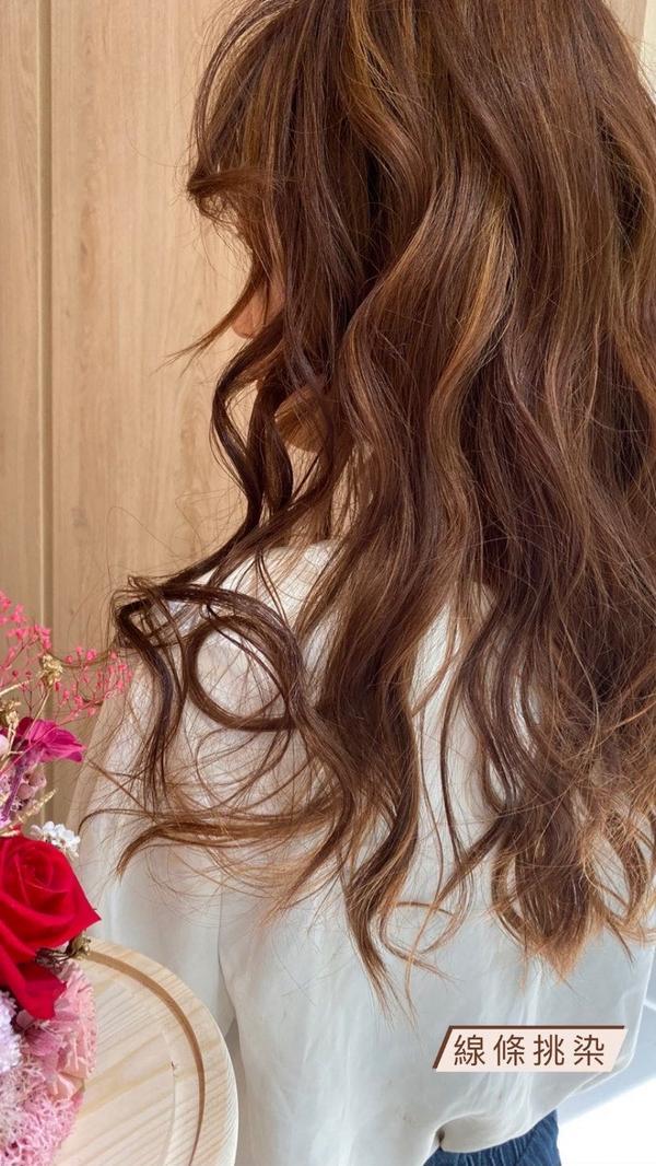 耐看的挑染❤️ 索取優惠:https://goo.gl/Fw0c7r 更多髮型作品請點👉#Seve