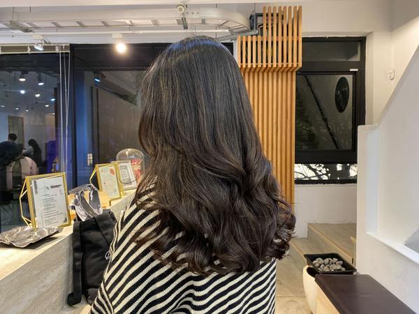 不能錯過的 高質感燙髮 對於每個人的不同髮質狀況去做到最完美的染燙設計,真實呈現染燙前後比對差異性!