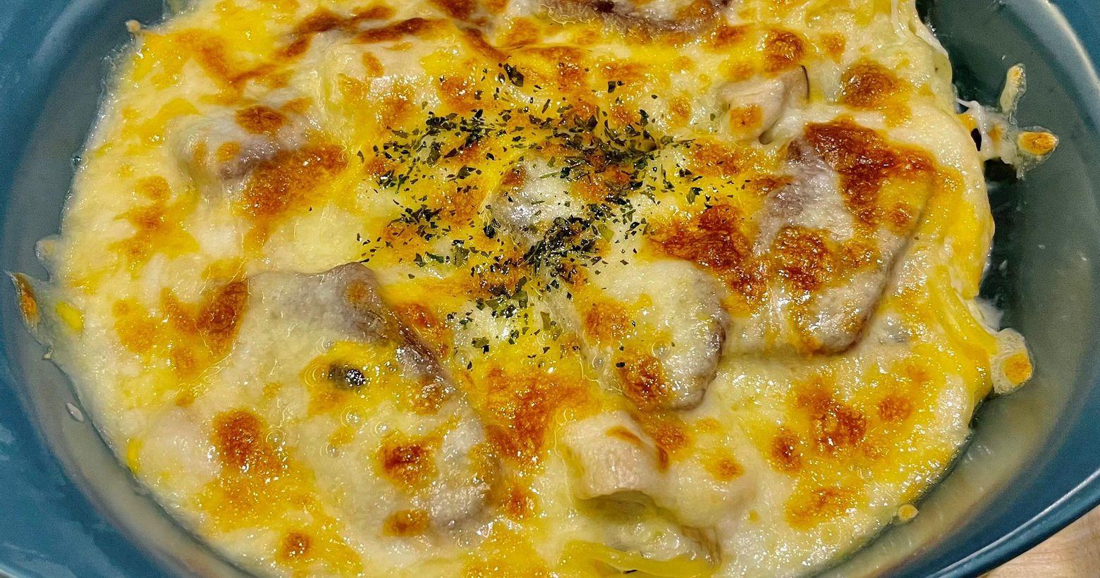 台南義式料理-YO義思餐點:奶香嫩肩牛白醬部分味道沒有很濃郁算是偏中間值牛肉部分就真的是軟嫩好咬的不